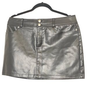 Express black pleather / faux leather skirt